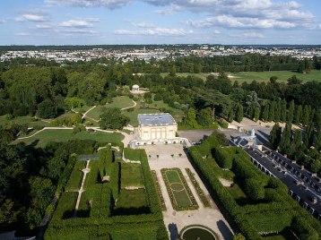 Airial view of Petit Trianon-aérienne_du_domaine_de_Versailles_par_ToucanWings_-_Creative_Commons_By_Sa_3.0_-_052